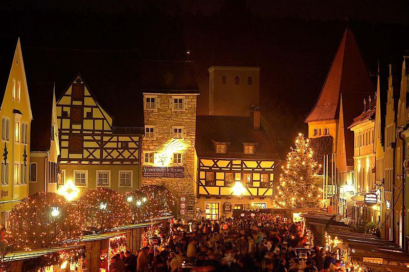 dezember-weihnachtsmarkt_1_800px-1